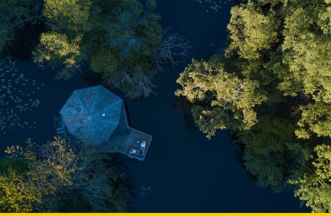 Cabane sur l'eau nuit insolite