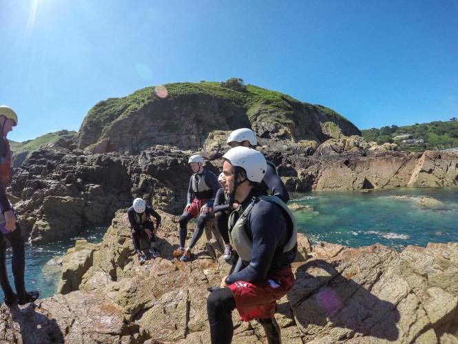 coastering meilleures activités Jersey aquatiques