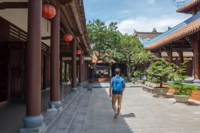 Intérieur temple hindou tra que visiter hoi an vietnam