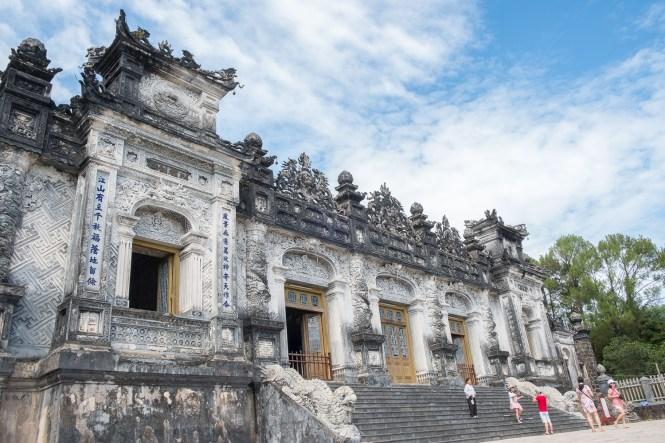 palais Khai Thanh TOMBEAU DE L'EMPEREUR KHAI DINH VISITER HUE EN 1 Jour vietnam
