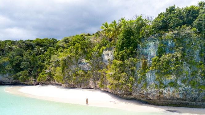 Kiki-beach-falaise-lifou