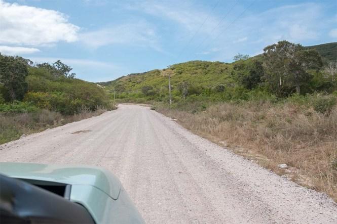 Route-non-goudronnée-nouvelle-caledonie-relais-de-poingam