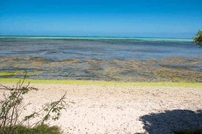 bourail-plage-de-poé-nouvelle-caledonie-lagon