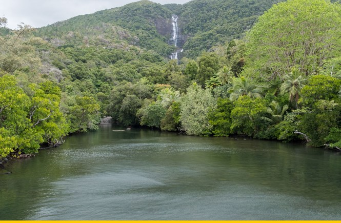 cascade-tao-vue-côte-est-hienghene