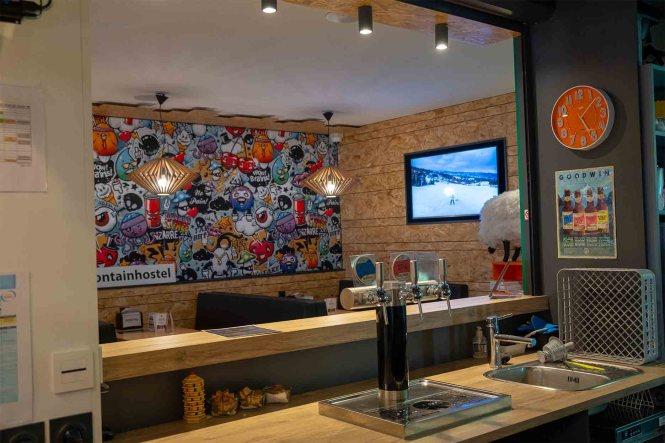 hotel-oz-en-oisans-moontain-hostel-bar
