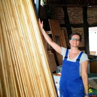 40qm Holz mit Schutzanstrich versehen - Myriam hat allen Grund, auf ihr Werk stolz zu sein.