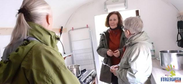 Küchenbesprechung von Hanne, Gaby, Ellen