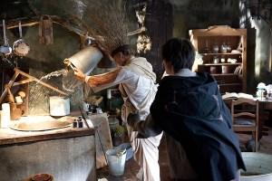 Szenografie Zauberlehrling - Besen bei der Arbeit in der Küche