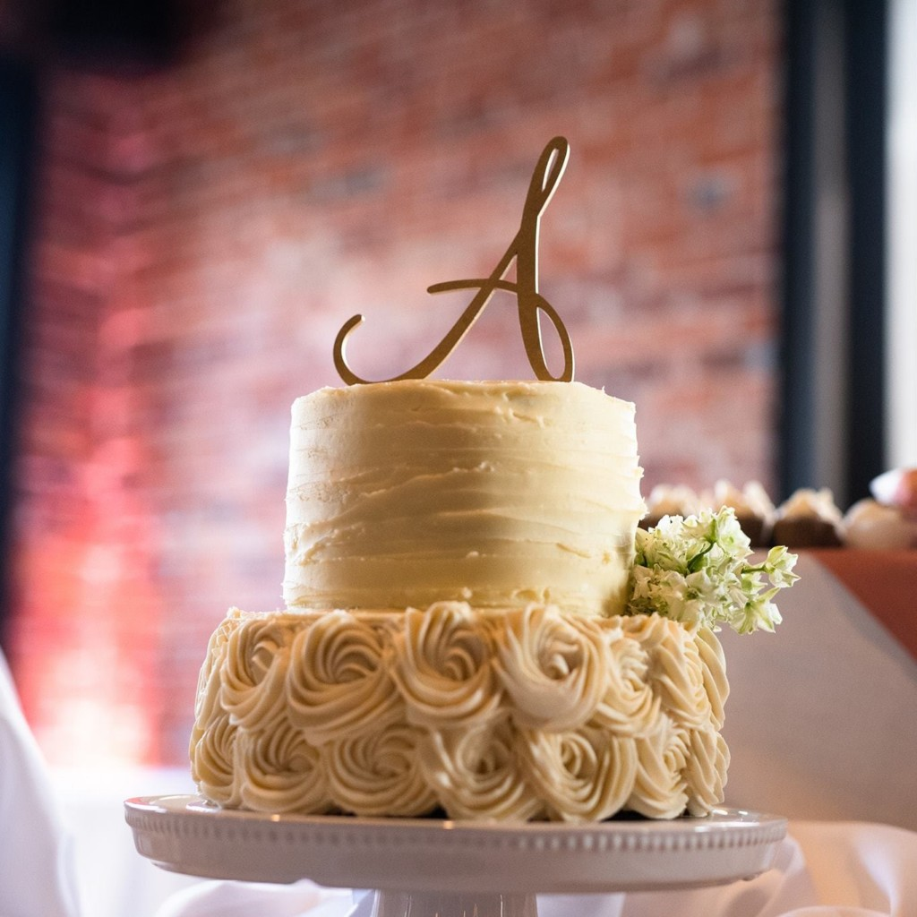 Pearl Street Buffalo Wedding Cake