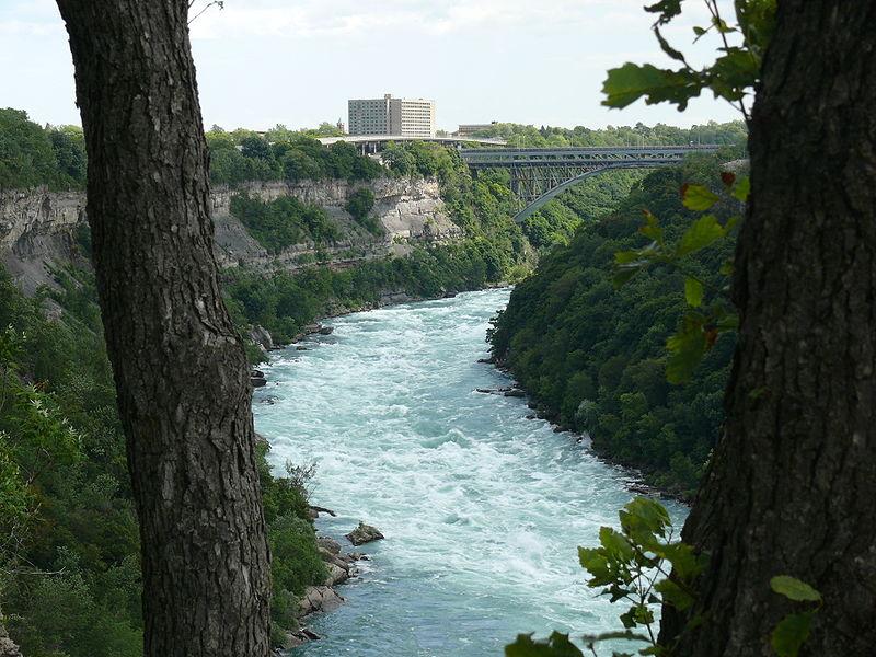 800px-Niagara_Whirlpool_2-1
