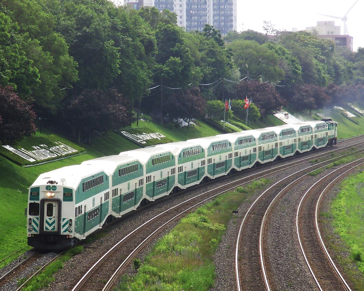 1200px-Lakeshore_West_GO_Train_Westbound