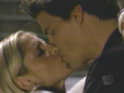 kissing_jpg