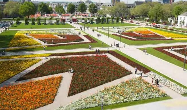 3,6 Mio. Menschen besuchten die Koblenzer Bundesgartenschau. Im Bild die großen Wechselflorflächen vor dem Schloss. (Foto: Piel media)