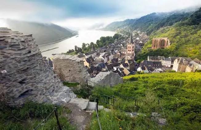 Blick von der historischen Stadtmauer auf die Stadt Bacharach. (Foto: Piel)