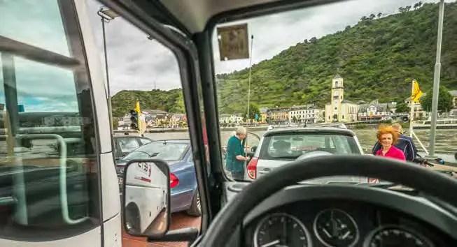 Die Autofähre zwischen St. Goar und St. Goarshausen. (Foto: Piel media)
