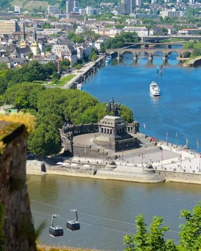 Deutsches Eck in Koblenz mit Seilbahn. (Foto: Piel media)