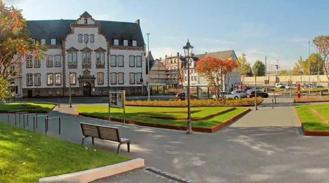 Neue Grünflächen oder Grünflächenverbindungen, wie hier im Park am Dikasterialgebäude zur BUGA Koblenz 2011, müssen realisiert werden. (Foto: RMP/Saeed Alami)
