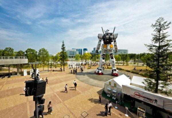 Гигантский робот-герой японского мультфильма.