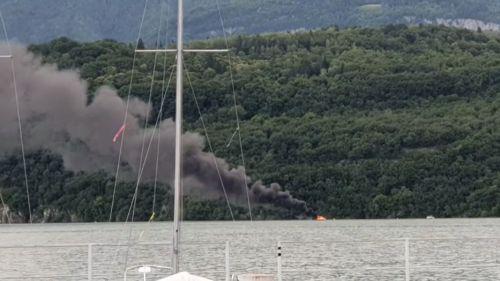 Haute-Savoie : un bateau prend feu sur le lac d'Annecy, aucune pollution détectée
