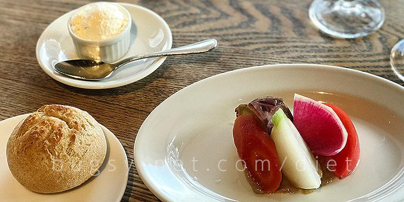 トラットリア タンタボッカ (trattoria Tanta Bocca)のAntipasto(前菜)「季節野菜のアンチョビソース」とパンと自家製クリーム