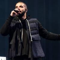 Drake fischiato dalla folla, scende dal palco [VIDEO]