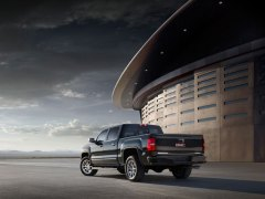 The 2014 GMC Sierra Denali was one of the GMC trucks awarded at the 2014 Pro Bowl