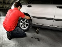 Steps to Changing a Tire