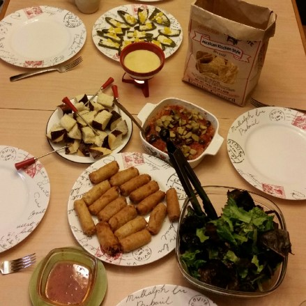 New Year's Eve with the family :) Veggie egg rolls, spring mix salad with walnuts and dried cranberries, refried beans with salsa and olives, cheese fondue with pretzel bread, jalapeños with cream cheese and mangoes