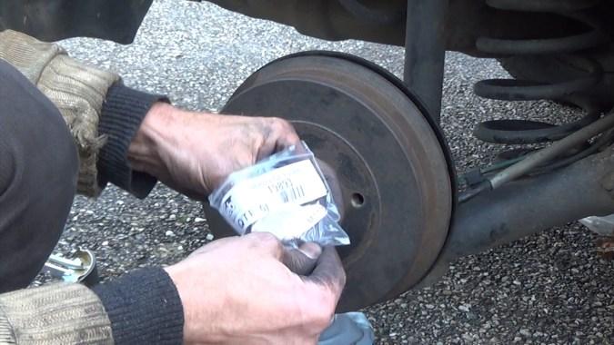 Reposer un écrou de moyeu neuf (écrou à serrage unique)