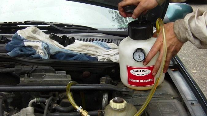 Actionner la pompe jusqu'à atteindre une pression de 15 psi