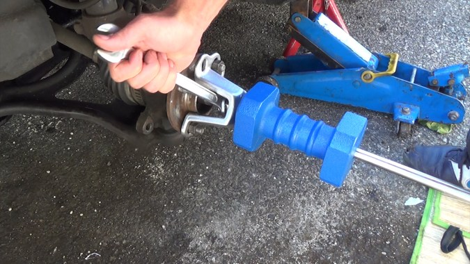 Fixer un extracteur à inertie sur le moyeu