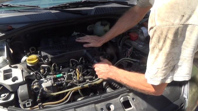 Rebrancher le tuyau de prise d'air