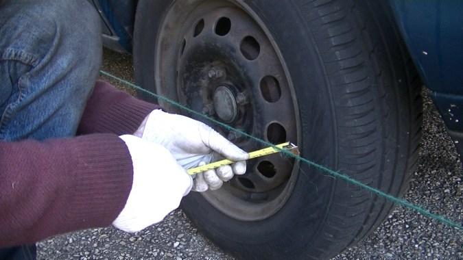 Mesurer l'écartement sur la roue arrière