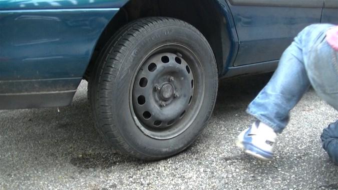 Contrôler le frein en actionnant plusieurs fois la pédale