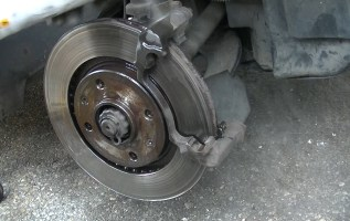 Changer des plaquettes de frein avant 206