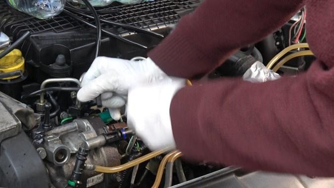 Un nouveau test de retour de fuite permet de constater la différence entre les injecteurs neufs et ceux usés (250000 kms)
