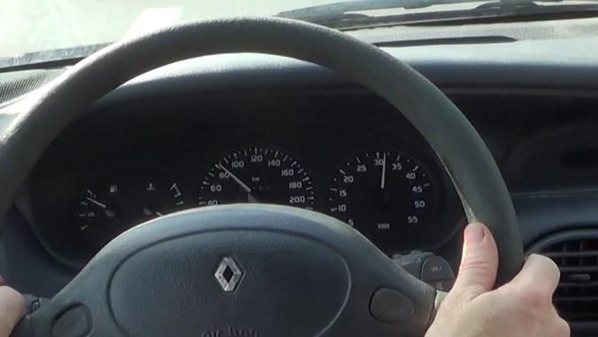Si la voiture ne prend pas de vitesse alors que le régime moteur augmente, l'embrayage est défectueux