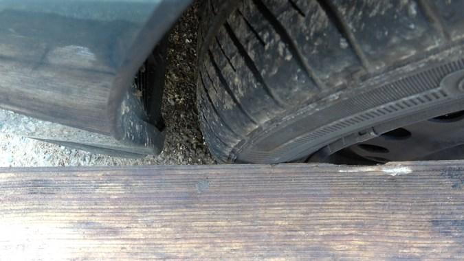 3ième point de contact : règle en appui sur l'avant de la roue avant