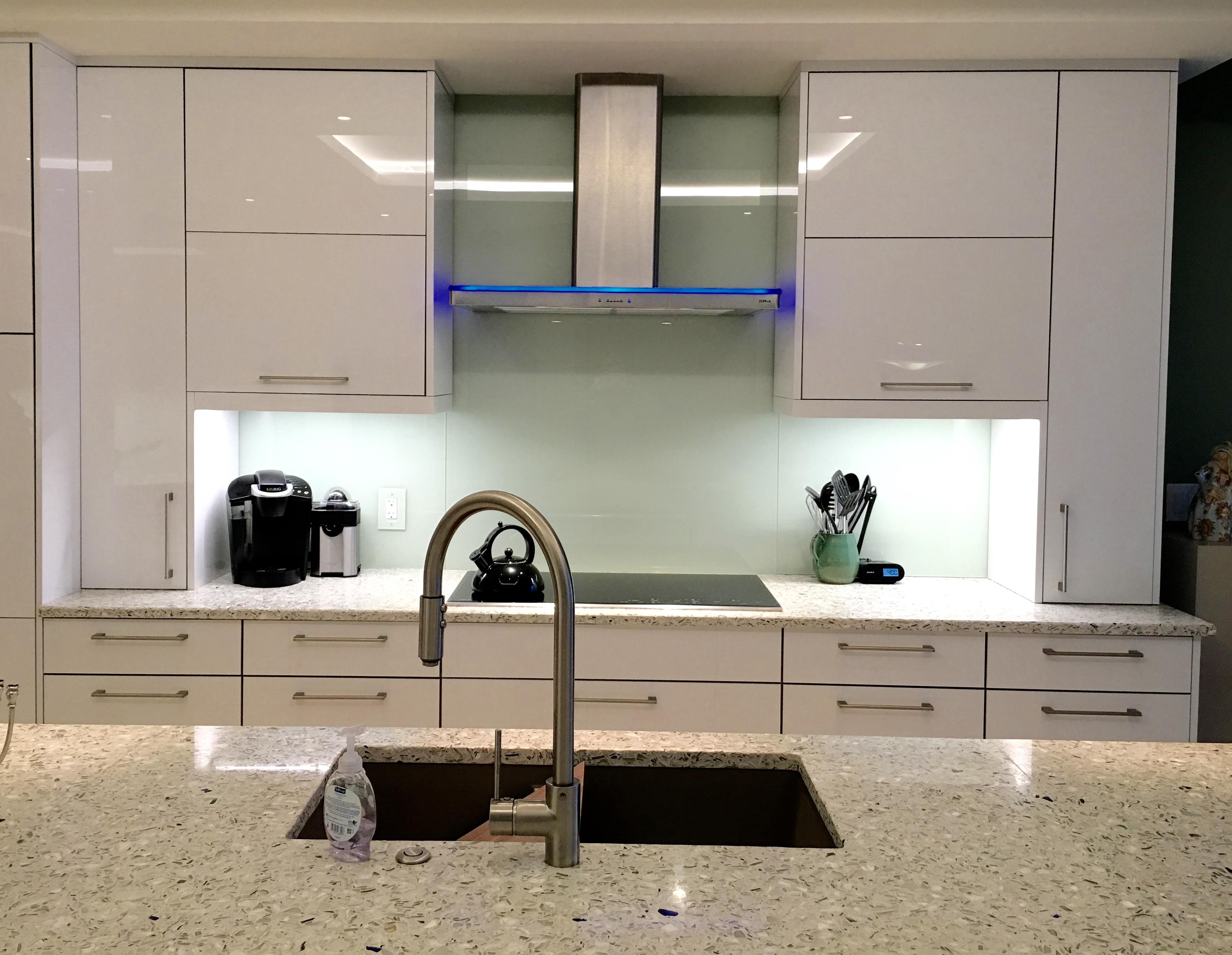 mirror or glass backsplash builders