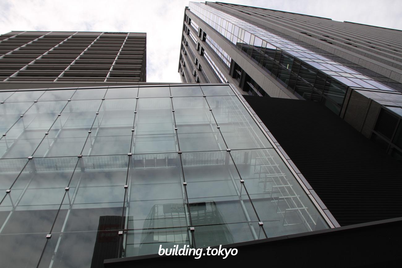 鉄鋼ビルディング。左が南館、右が本館です。