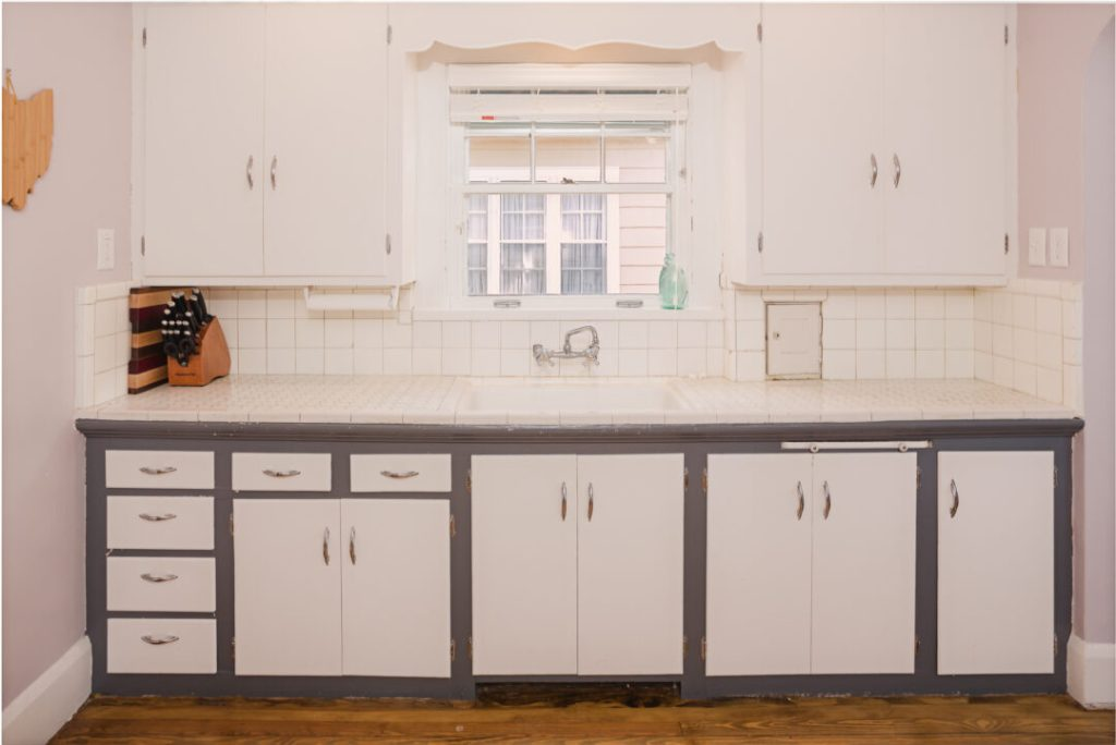 1920s original kitchen of colonial style home | Building Bluebird
