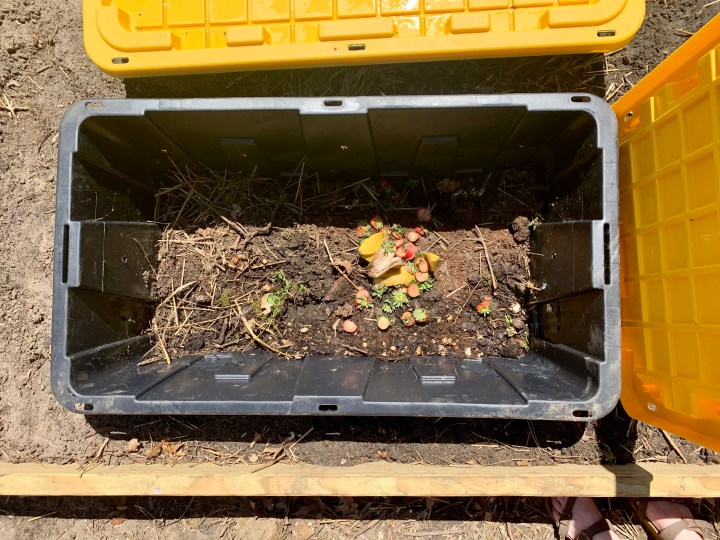 How to build your own compost station using storage bins | Building Bluebird #diy #composting #reuse #gardening #ecofriendly #sustainable