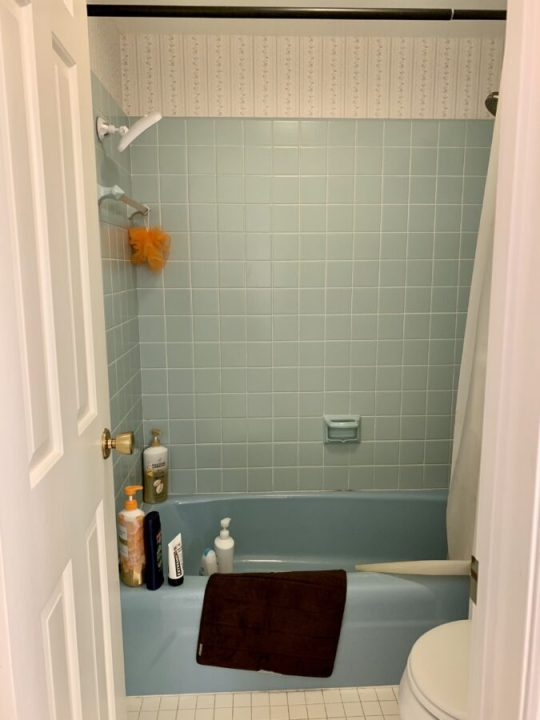 How to highlight midcentury blue shower tiles and add organization | Building Bluebird