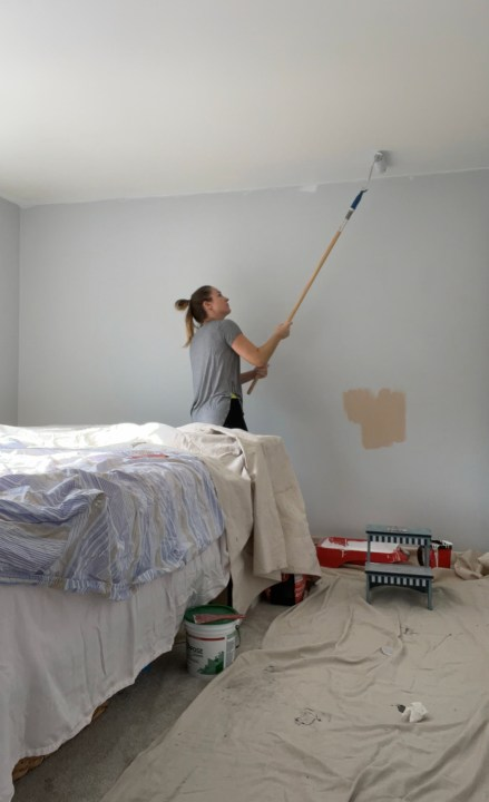 Painting the walls pink with this vintage inspired girls bedroom | Building Bluebird #bhgorc