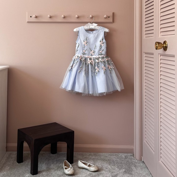 Upcycling furniture with paint in this vintage inspired girls bedroom | Building Bluebird #cottagecore #bhgorc #grandmillennial