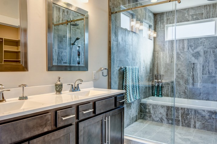 401 Master Bathroom_1