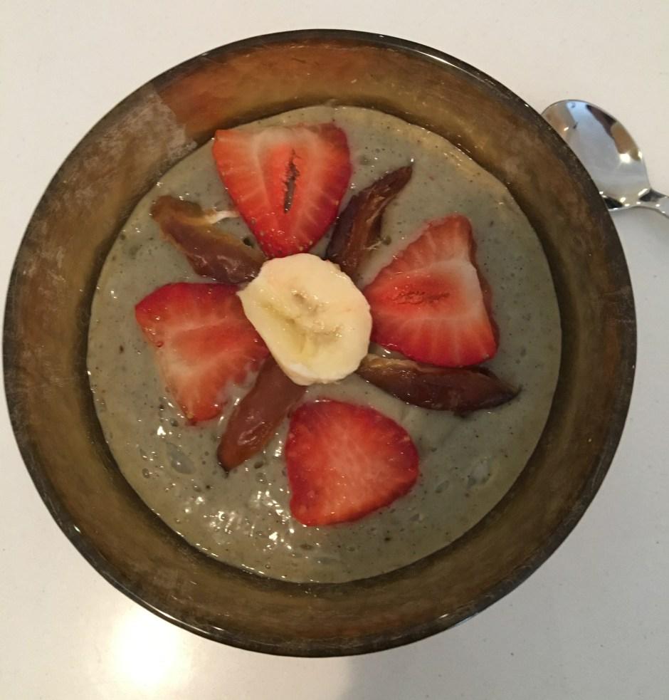 Rejuva Detox Jola Piesakowska Buildmumahouse Rejuva Detox Vivienne Talsmat Banana Strawberry fresh date topping