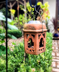buildmumahouse Lantern in the garden 5 steps to an accessible garden jola piesakowska