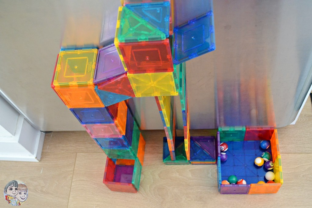 magnetic-tiles-ball-run-on-fridge-using-picasso-magna-tiles