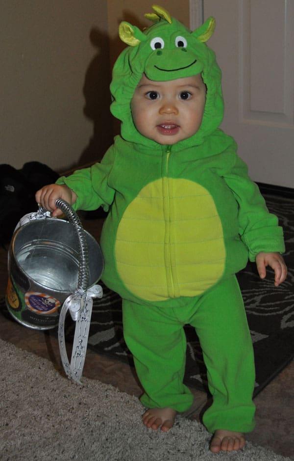 trick-treat-costume-basket